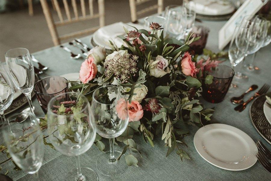 SARA & RAMÓN: UNA BODA LLENA DE SORPRESAS deco-mesa-boda