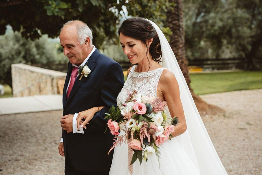 SARA & RAMÓN: UNA BODA LLENA DE SORPRESAS entrada-novia