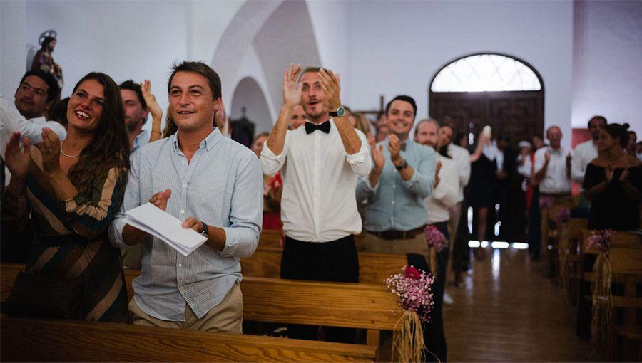 MARIE & JULES: DE NAMIBIA A FORMENTERA (Parte I) invitados-boda-religiosa