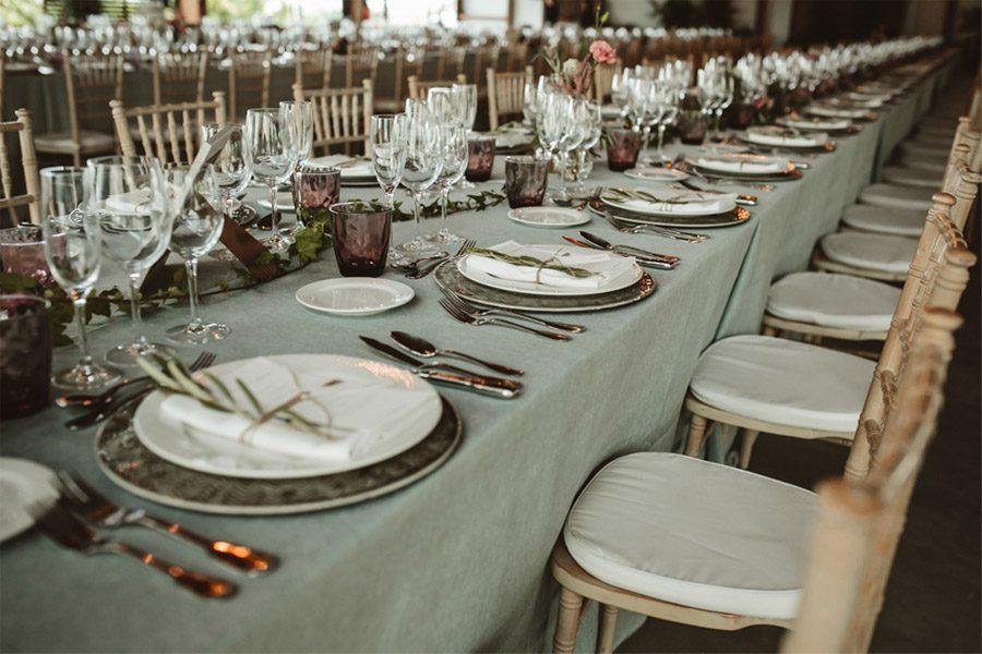 SARA & RAMÓN: UNA BODA LLENA DE SORPRESAS mesas-boda
