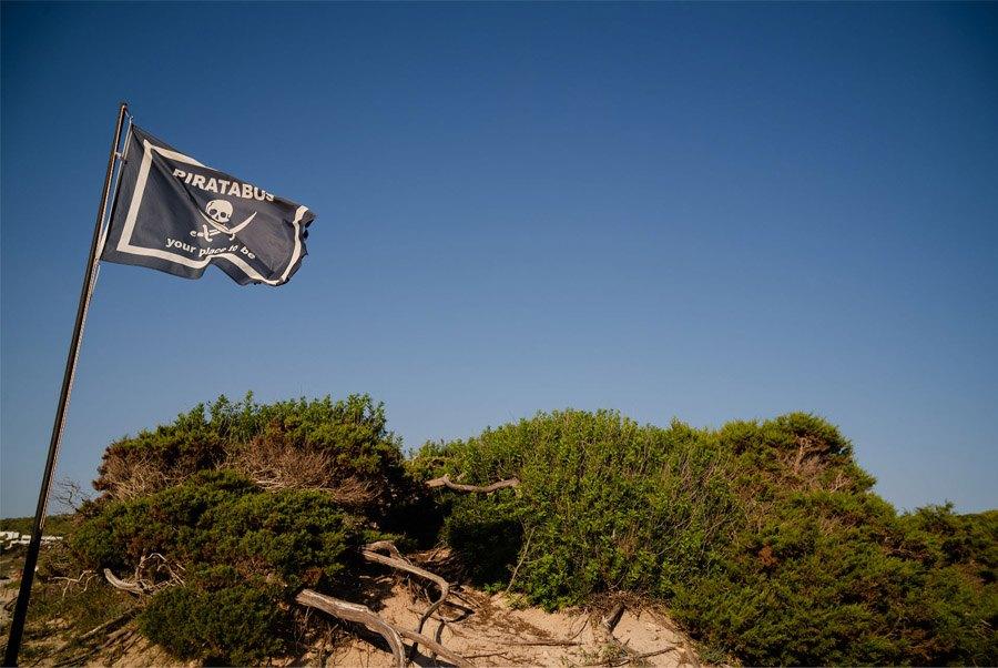 MARIE & JULES: DE NAMIBIA A FORMENTERA (Parte I) piratabus-formentera