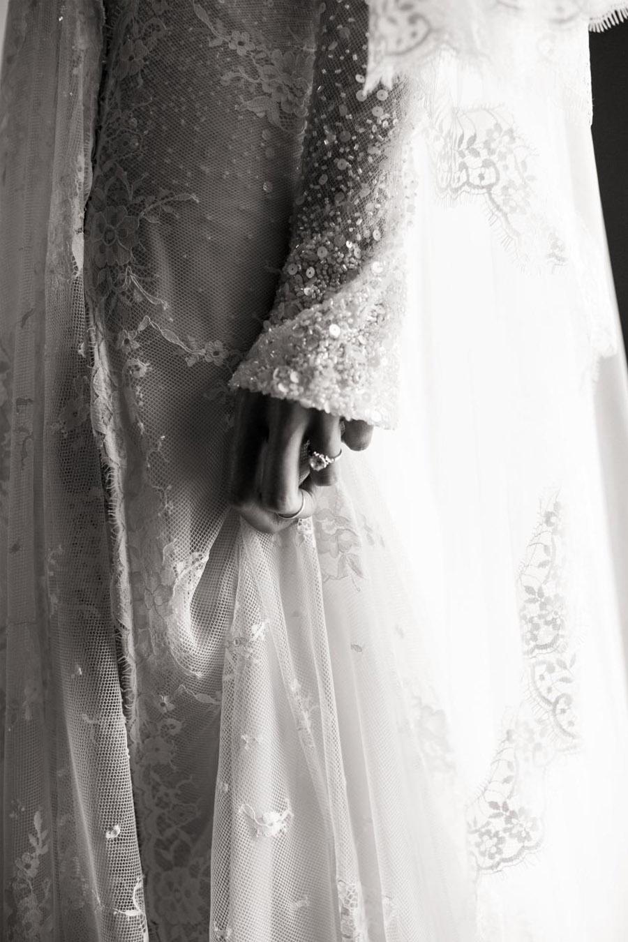 EMMA & CHRIS: ELEGANTE BODA EN MALIBÚ dealle-vestido-novia