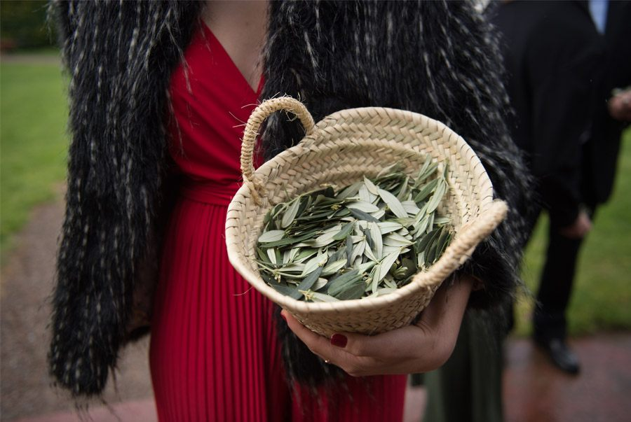 ELI & JOAN: UNA BODA DE FIESTA MAYOR confetti-olivo