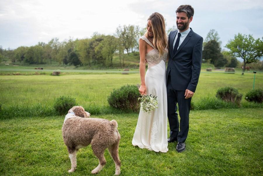 ELI & JOAN: UNA BODA DE FIESTA MAYOR perro-boda