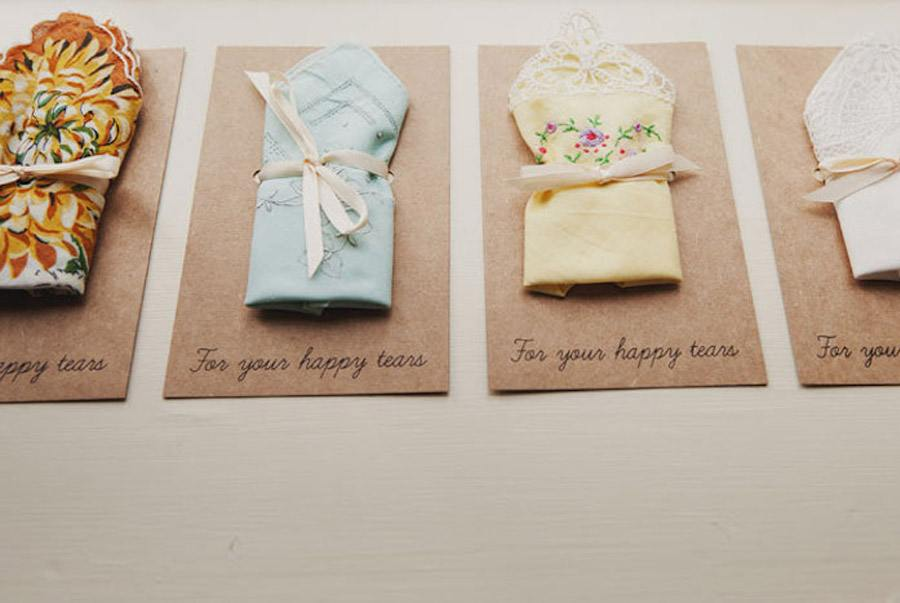 LÁGRIMAS DE FELICIDAD regalo-pañuelos-boda