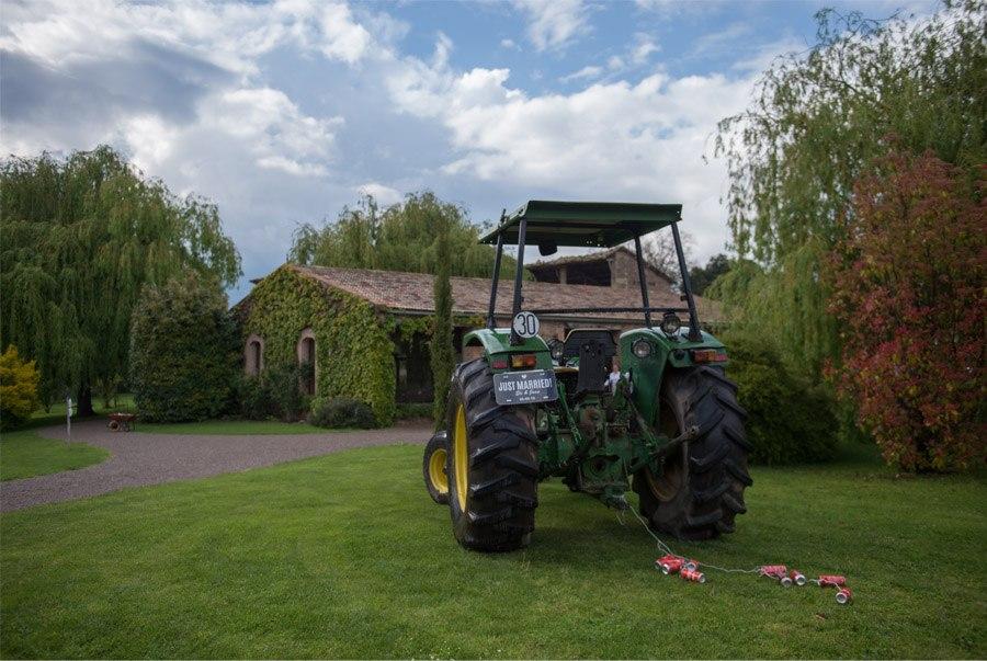 ELI & JOAN: UNA BODA DE FIESTA MAYOR tractor-boda