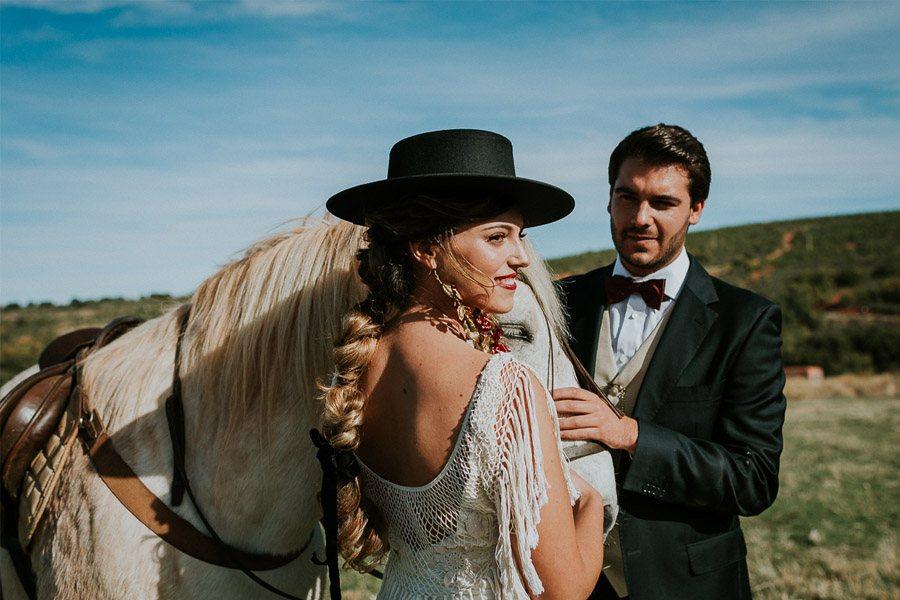 LAS COSAS DEL QUERER caballo-novios