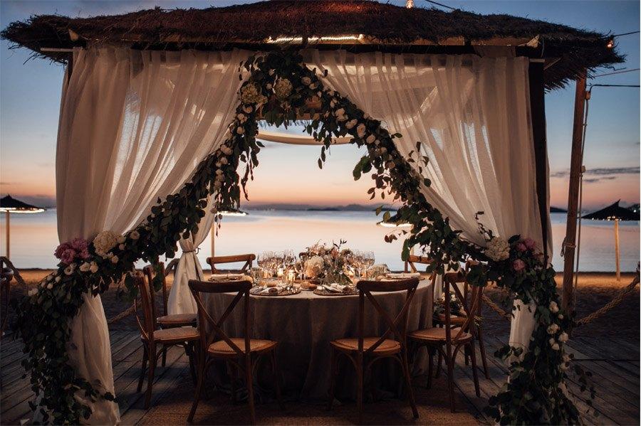 CAROLE & TARAS: DE SUIZA AL MEDITERRÁNEO mesa-boda-decoracion