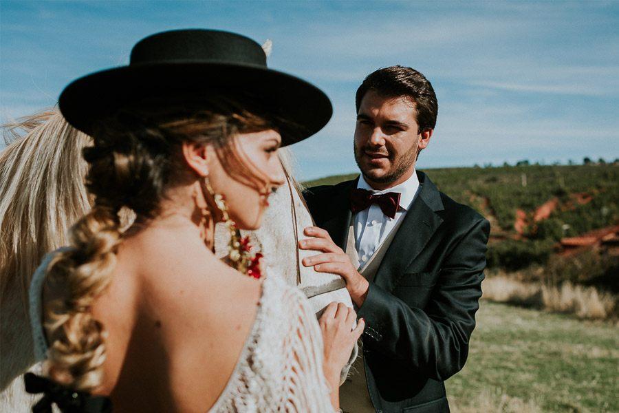 LAS COSAS DEL QUERER sombrero-novia