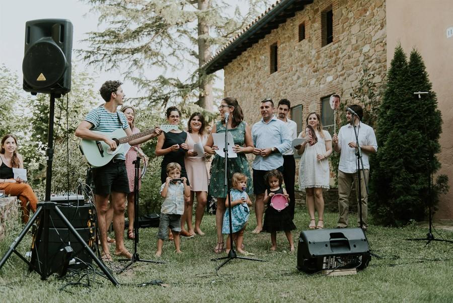 ELISABET, ALBERT Y SU DIVERTIDA BODA DE FIESTA MAYOR invitados-de-boda