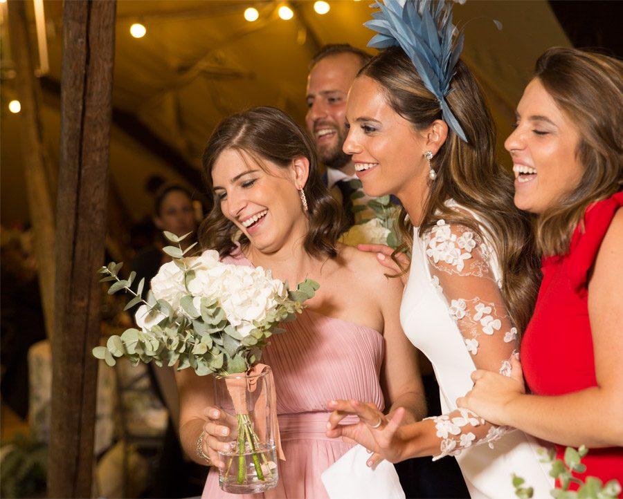SARA Y JOSÉ CARLOS: #JUNTOSMOLAMAS amigas-novia