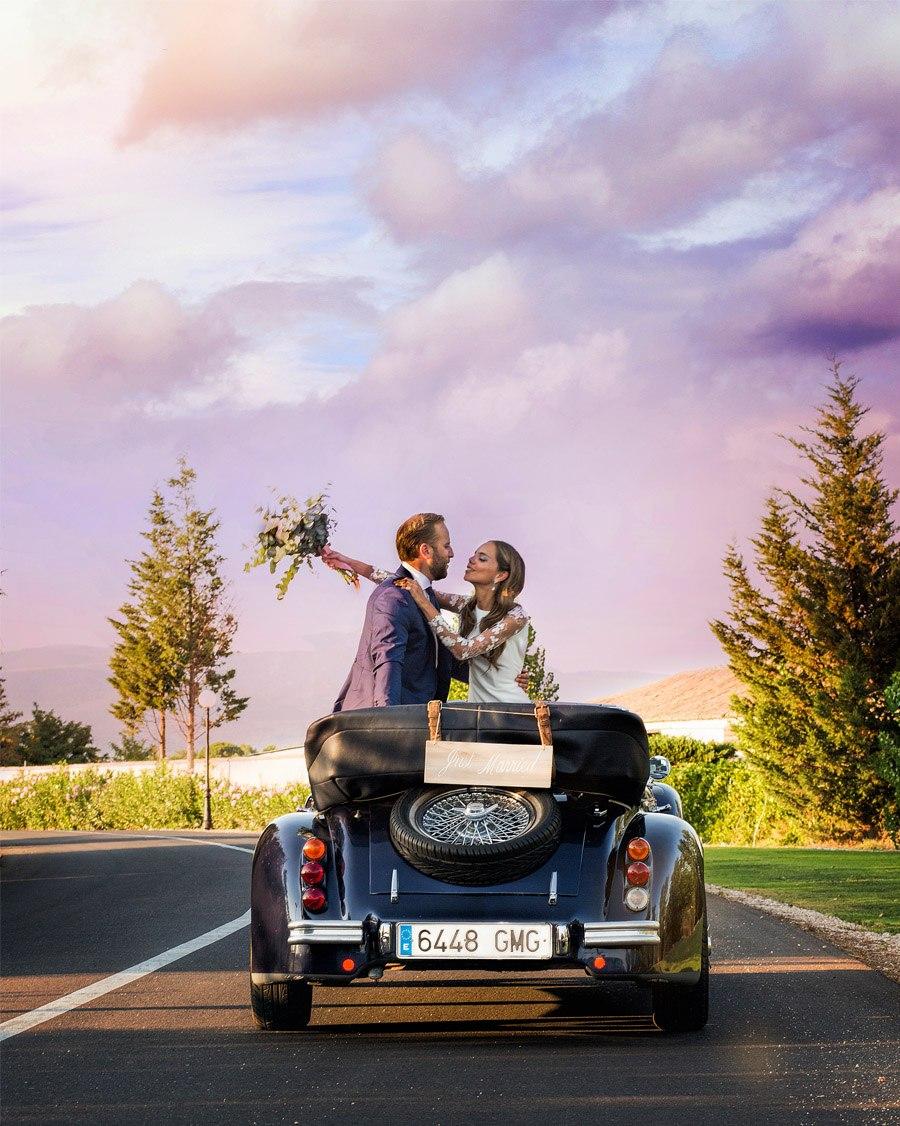 SARA Y JOSÉ CARLOS: #JUNTOSMOLAMAS coche-boda