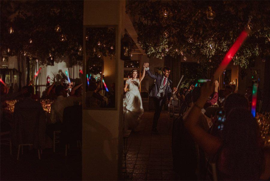 GERARD & YOLANDA: PENGUINS WEDDING entrada-novios