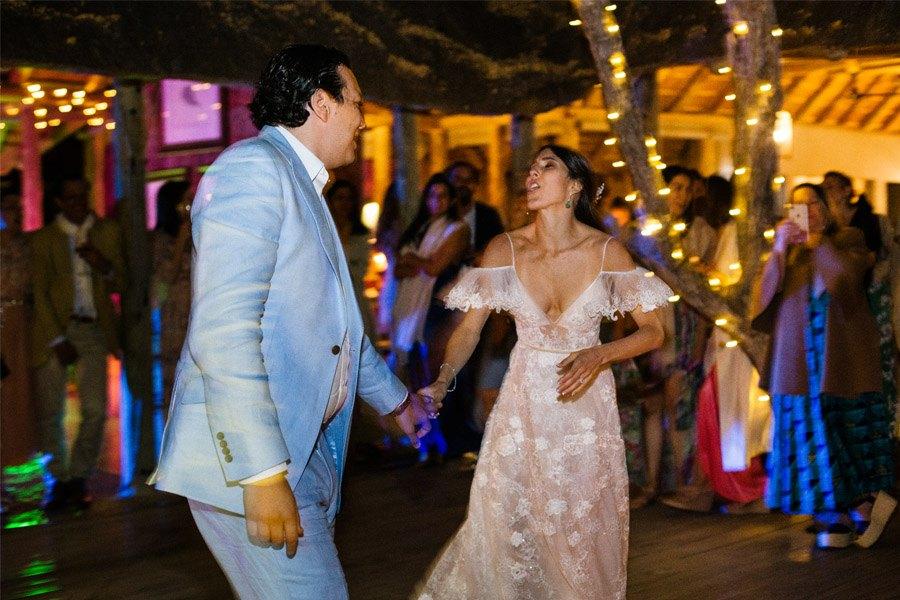 VALENTINA & OMAR: SAFARI WEDDING novios-baile-1