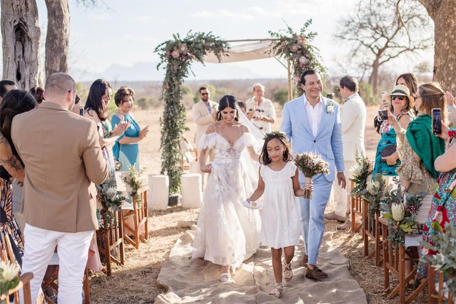 VALENTINA & OMAR: SAFARI WEDDING salida-novios-2