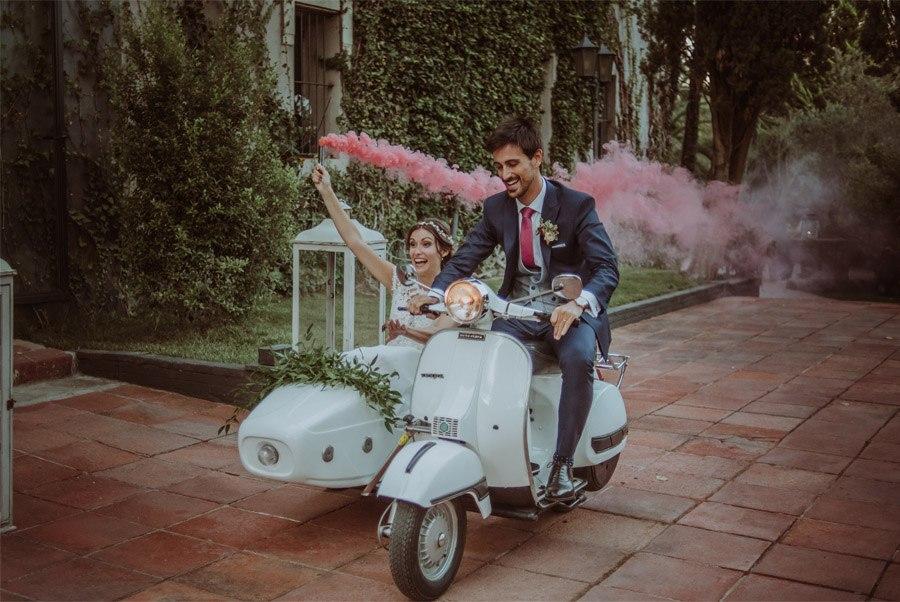 GERARD & YOLANDA: PENGUINS WEDDING vespa-novios