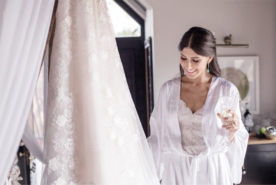 VALENTINA & OMAR: SAFARI WEDDING vestido-de-novia-1