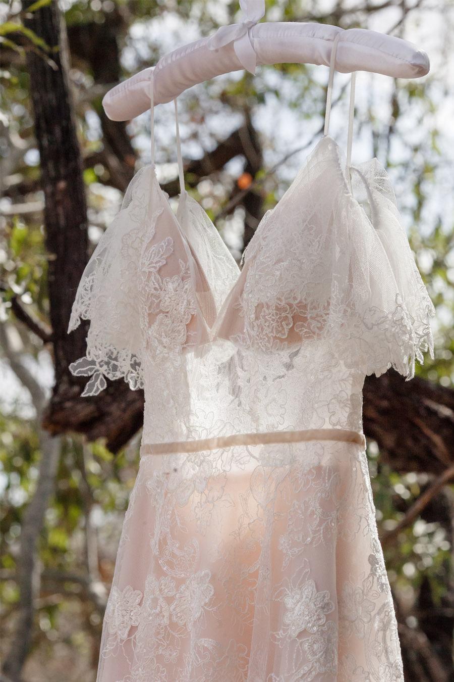 VALENTINA & OMAR: SAFARI WEDDING vestido-novia-2