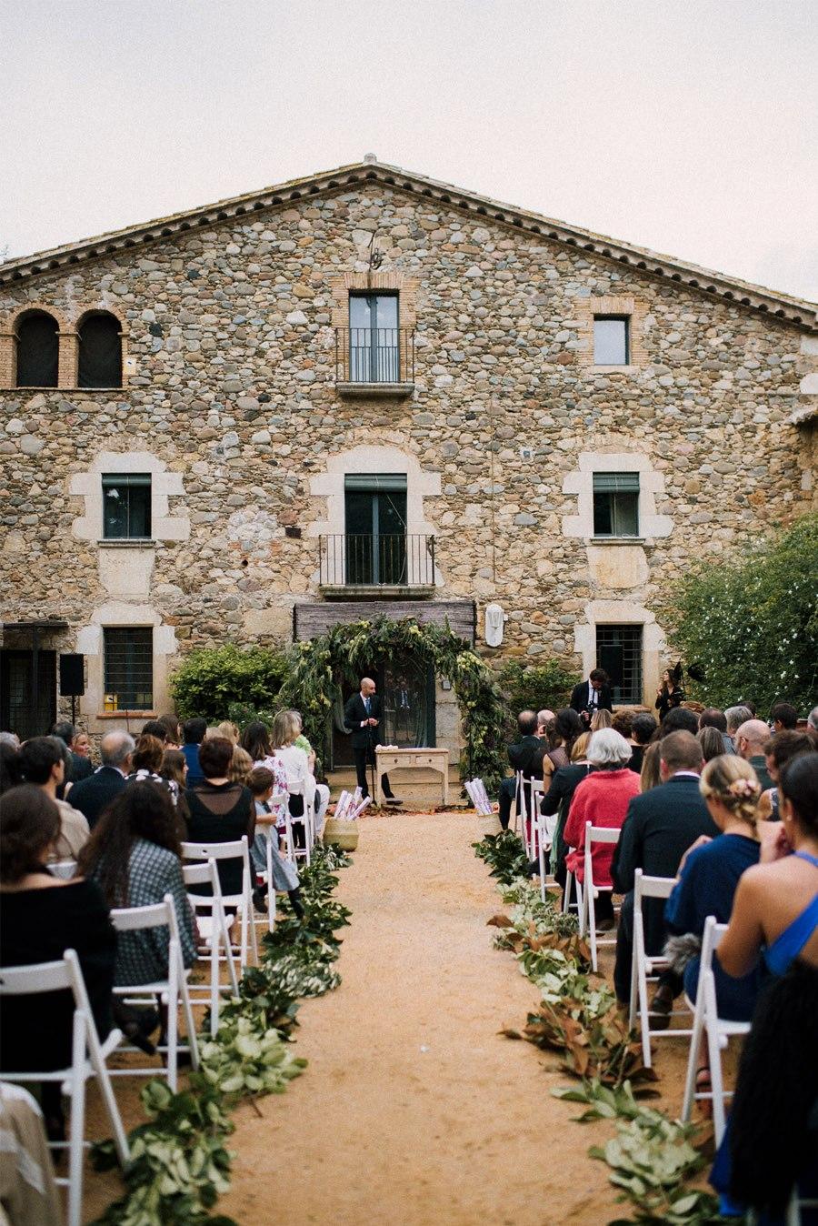 CLARA & TOMMY: BODA EN EL EMPORDÀ boda-ceremonia
