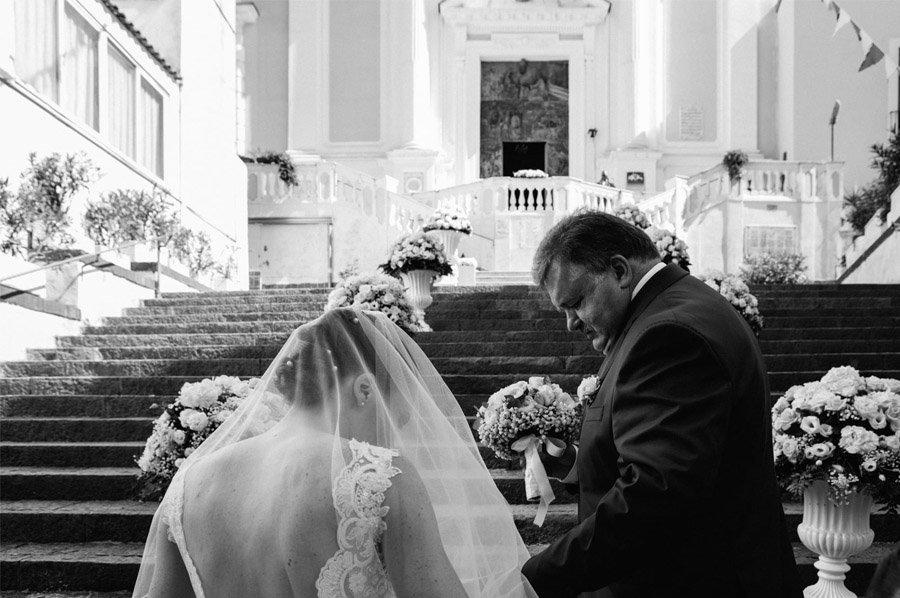 GEA & VALERIO: BODA EN NÁPOLES entrada-iglesia