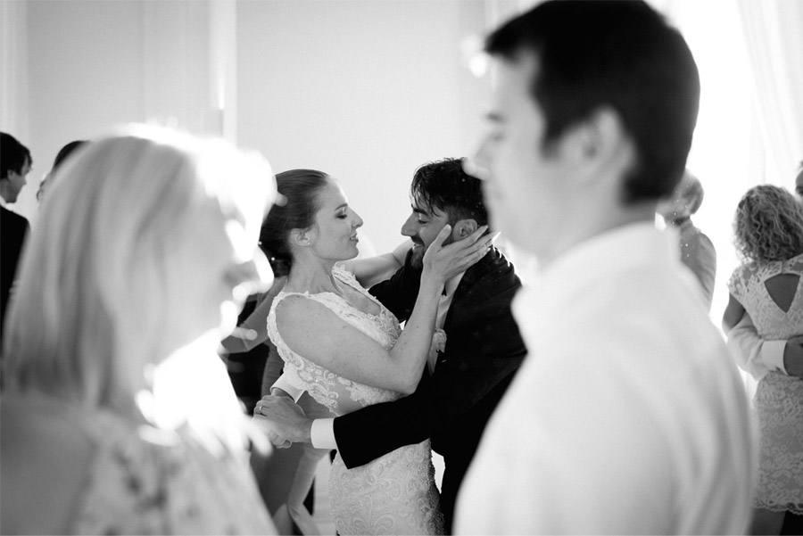 GEA & VALERIO: BODA EN NÁPOLES novios-bailando