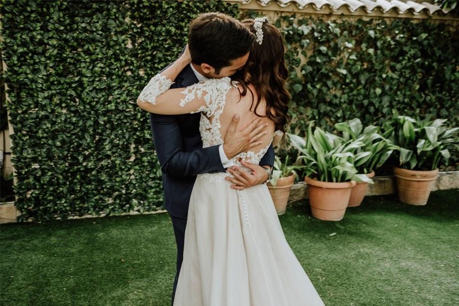 MARÍA & PABLO: EL DESTINO abrazo-novios