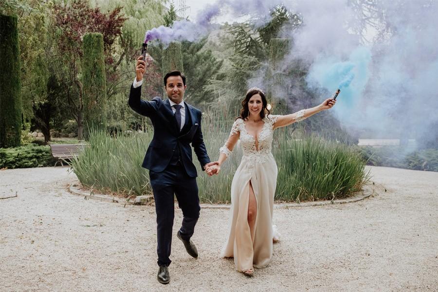MARÍA & PABLO: EL DESTINO bengalas-humo