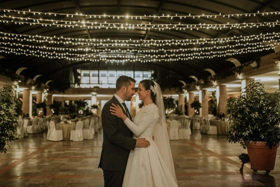 Mª CARMEN & DANI: UNA BODA LLENA DE LUZ baile-novios