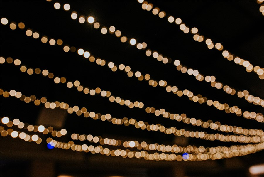 Mª CARMEN & DANI: UNA BODA LLENA DE LUZ luces-boda