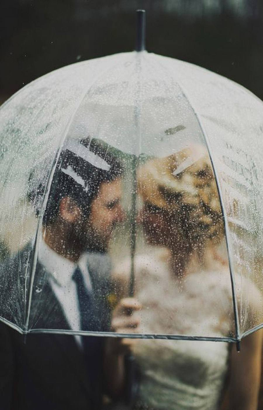 NOVIA MOJADA, NOVIA AFORTUNADA novios-con-paraguas