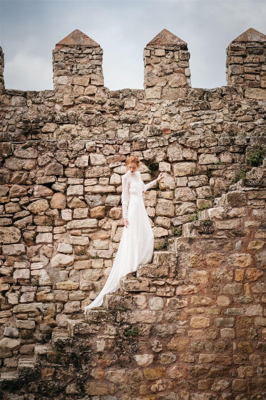 4 LOOKS DE NOVIA HOMENAJE A MUJERES INSPIRADORAS castillo-boda