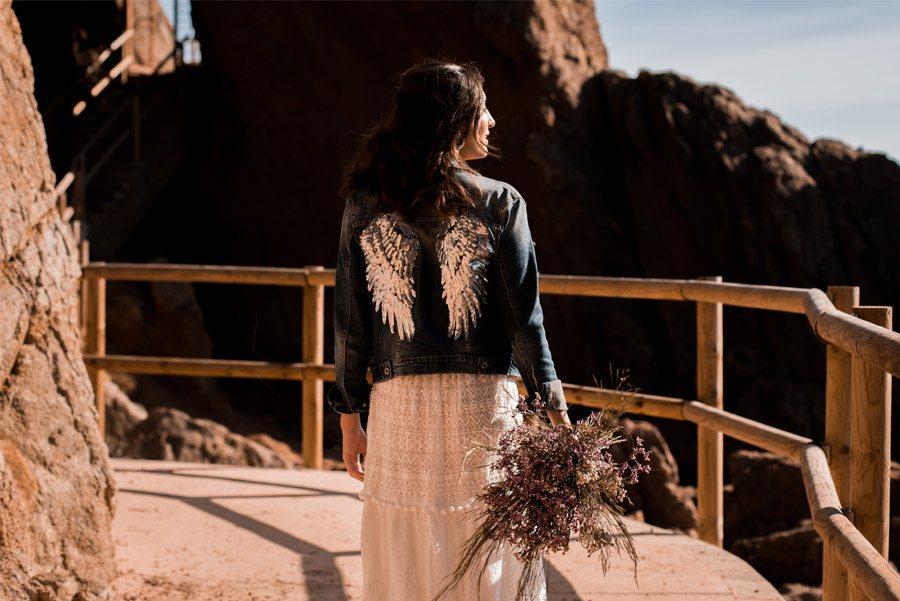 UNA NOVIA DE INSPIRACIÓN GRIEGA cazadora-novia-alas