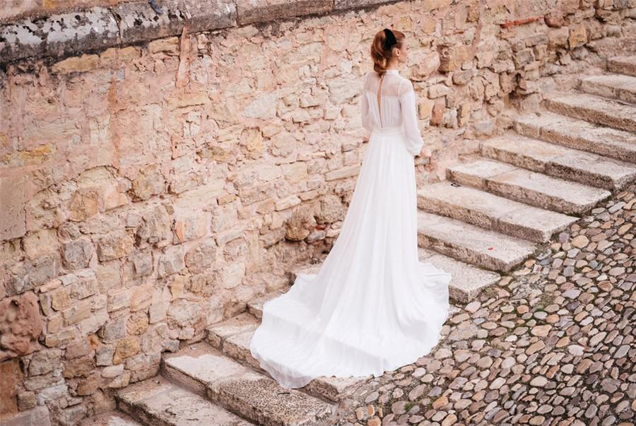 4 LOOKS DE NOVIA HOMENAJE A MUJERES INSPIRADORAS sesion-boda-exterior