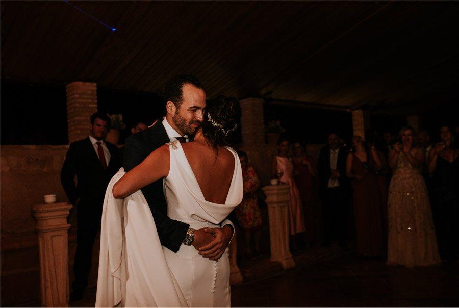 ANDREA & ADRIANO: UNA BODA LLENA DE LUZ baile-novios