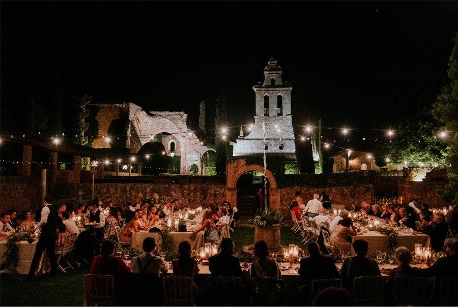 ANDREA & ADRIANO: UNA BODA LLENA DE LUZ banquete-boda