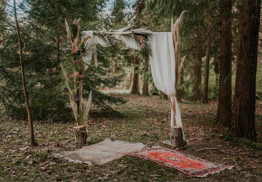 BODA MÁGICA EN EL BOSQUE boda-rustica-ceremonia