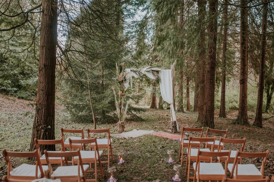 BODA MÁGICA EN EL BOSQUE ceremonia-boda-rustica