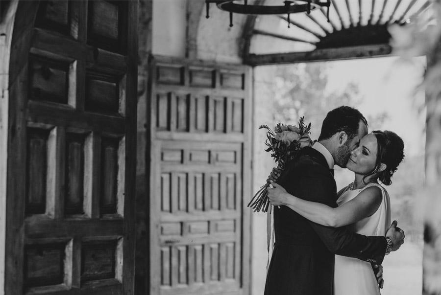 ANDREA & ADRIANO: UNA BODA LLENA DE LUZ salida-novios