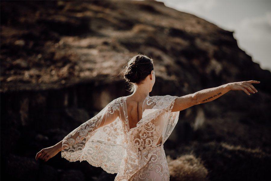 LAURE & MAURI: AMOR POR UNA ISLA espalda-novia