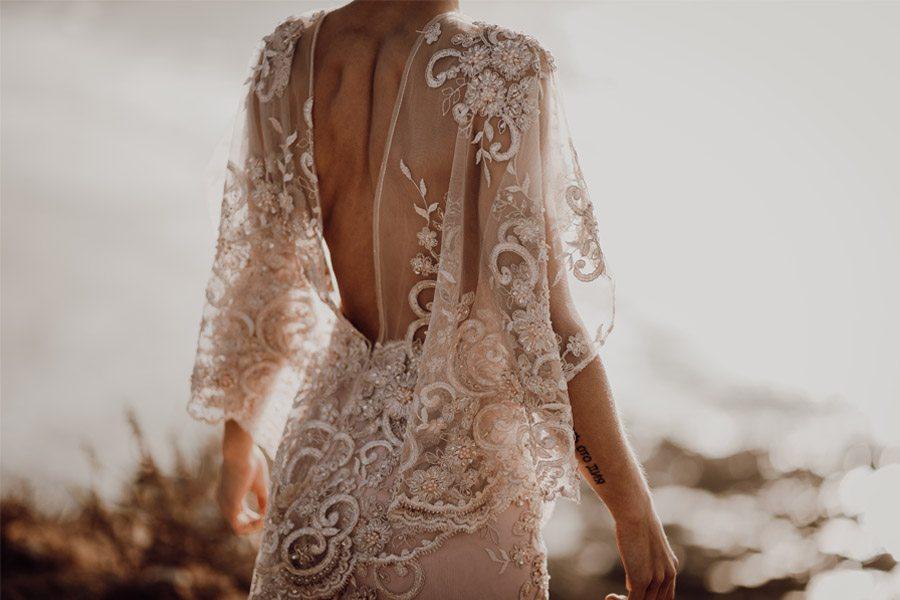 LAURE & MAURI: AMOR POR UNA ISLA espalda-vestido-novia