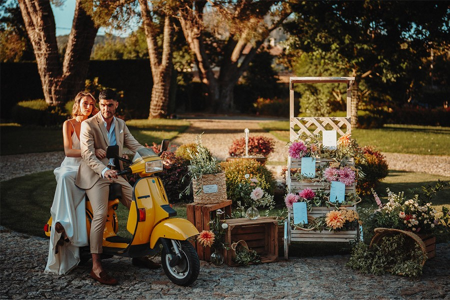 ITALIAN WEDDING novios-vespa