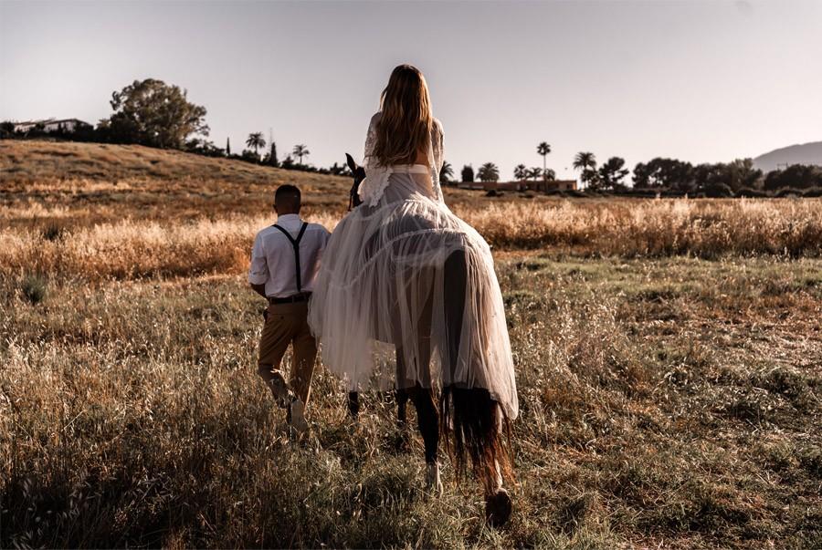 JESSICA & JUAN: WINDS OF LOVE paseo-caballo-novios