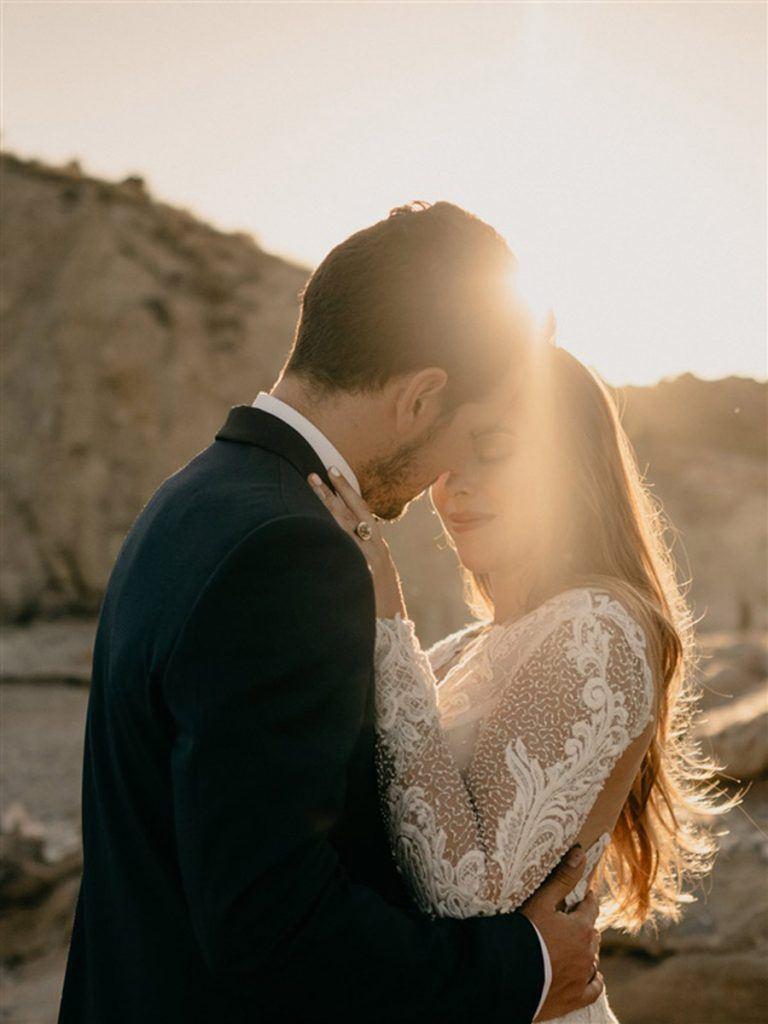 KAIROS, EL ARTE DE BUSCAR EL MOMENTO ADECUADO boda-playa-fotos-768x1024