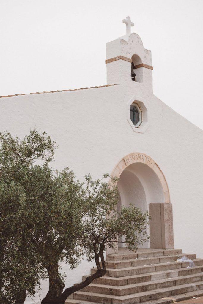 SERENA & MASSIMO: AMOR DE VERANO iglesia-683x1024