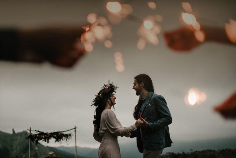 VERÓNICA Y AITOR: CUANDO EL AMOR TODO LO PUEDE luces-boda