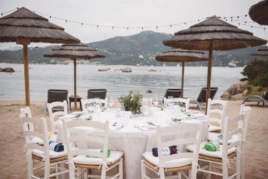 SERENA & MASSIMO: AMOR DE VERANO mesas-boda-playa