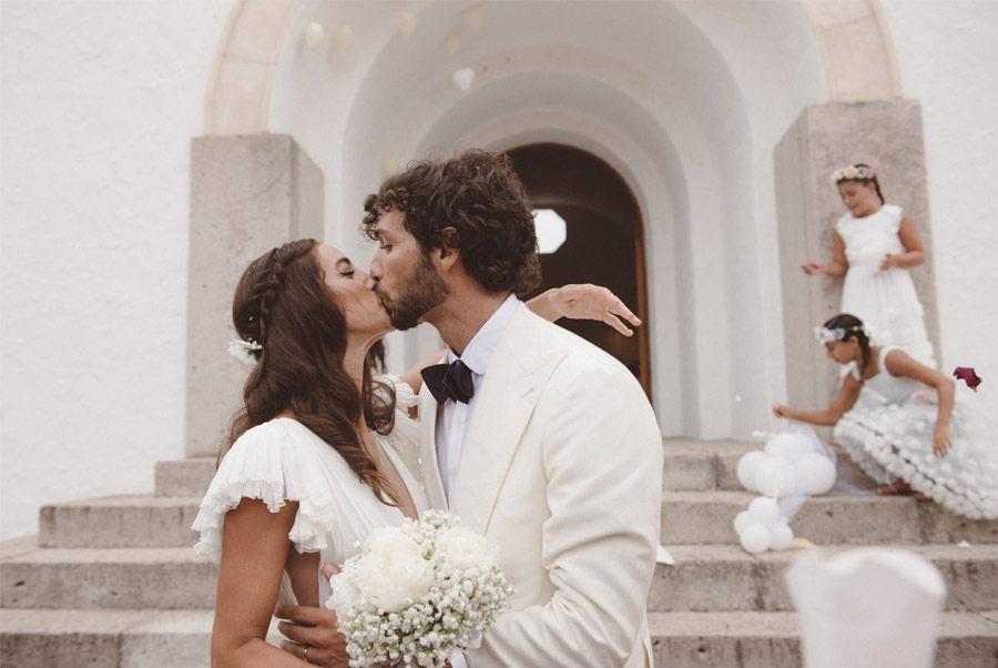 SERENA & MASSIMO: AMOR DE VERANO salida-novios-iglesia