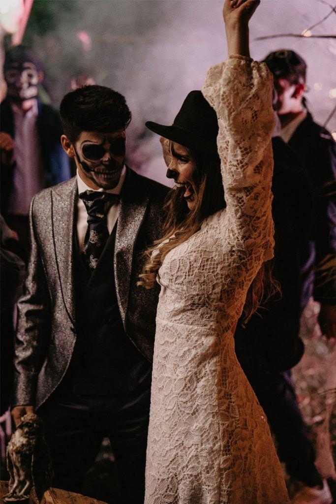 SAMHAIN, VIDA Y MUERTE, AMOR Y DOLOR baile-novios-samhain-683x1024