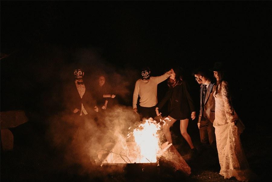 SAMHAIN, VIDA Y MUERTE, AMOR Y DOLOR samhain-hoguera