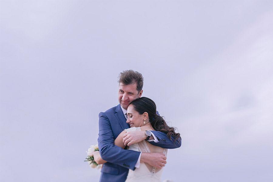 ENRIQUE & MADAY: ¡GRACIAS! abrazo-novios